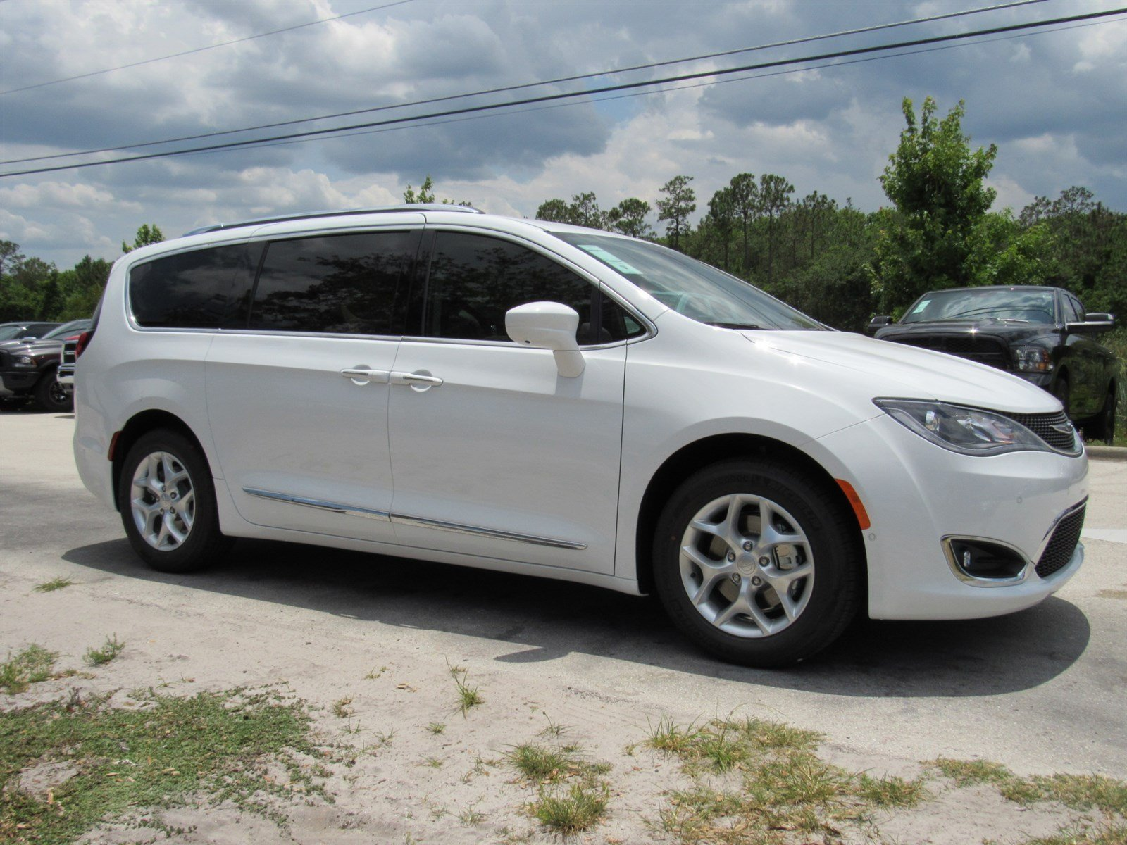 new 2017 chrysler pacifica touring l plus passenger van in daytona beach c17172 daytona dodge. Black Bedroom Furniture Sets. Home Design Ideas