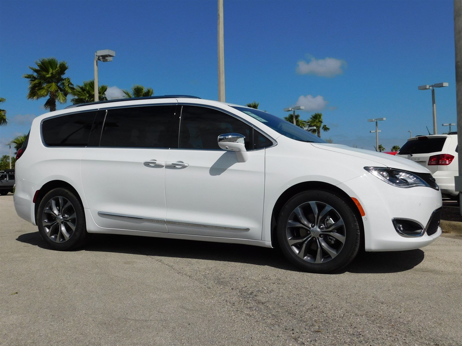 new 2017 chrysler pacifica limited passenger van in daytona beach c17133 daytona dodge. Black Bedroom Furniture Sets. Home Design Ideas