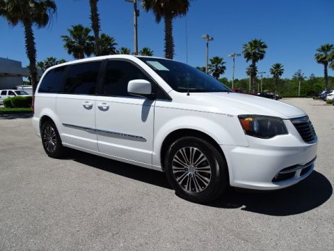 Certified Pre-Owned 2014 Chrysler Town & Country S